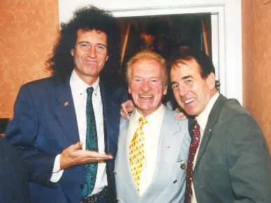 Legends or what?  Brian May, Bert Weedon who taught everyone with his: 'Play in a Day' book....and Dec